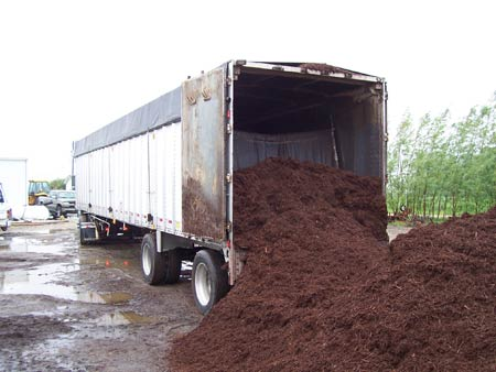 trailer_with_mulch